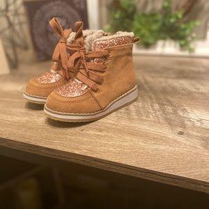 baby GAP sz 6 adorable boots!
